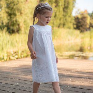 biele šaty pre dievča