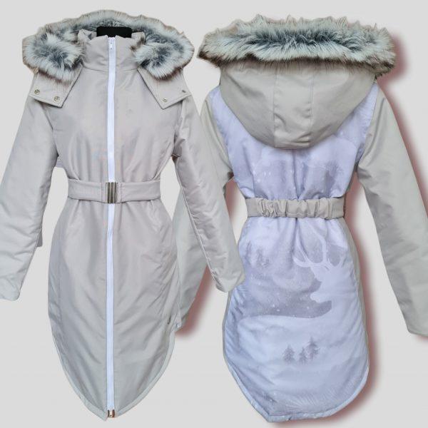 sivá zimná dámska bunda na chrbte jeleň